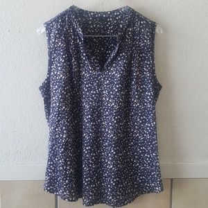 Ann Taylor medium lightweight top size medium EUC